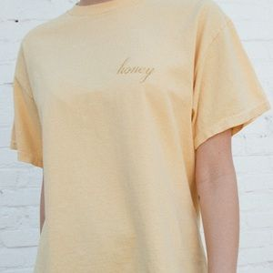 BRANDY MELVILLE HONEY T-SHIRT